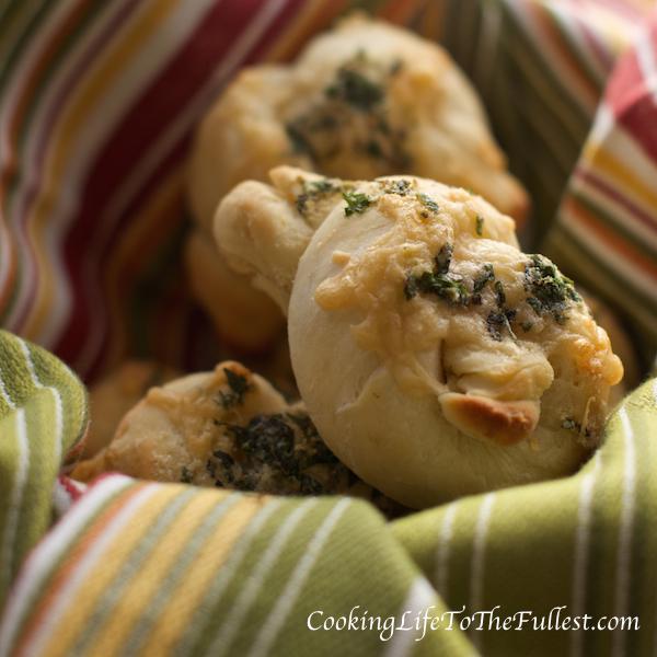 Garlic Cheesy Bread Knots