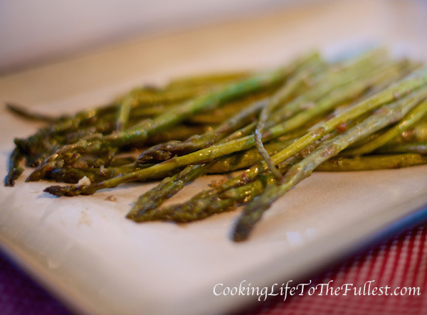 Grilled Asparagus with Special Seasoning